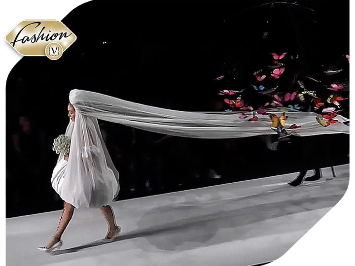 "The ""alive"" wedding dress of Moschino with Gigi Hadid as a model"