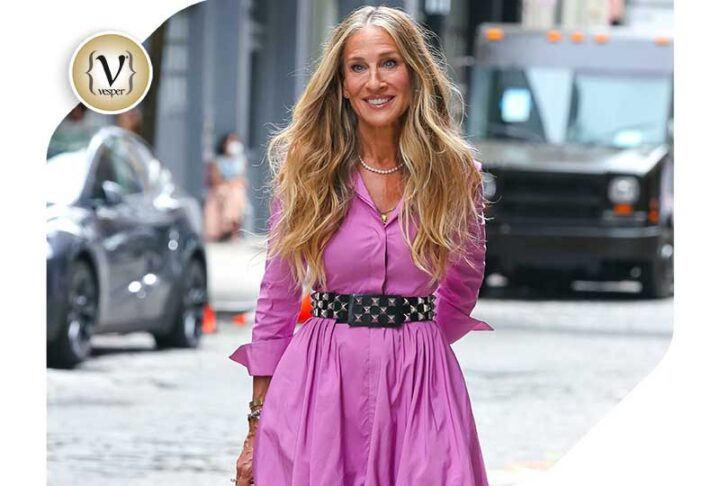 Sarah Jessica Parker: in the iconic CH Carolina Herrera Taffeta shirt dress  during the «Sex and the City: And Just Like That…» shooting