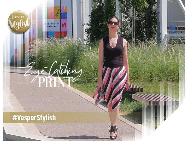 Fall Outfit: Make an impression with a pleated skirt and an eye-catching Print